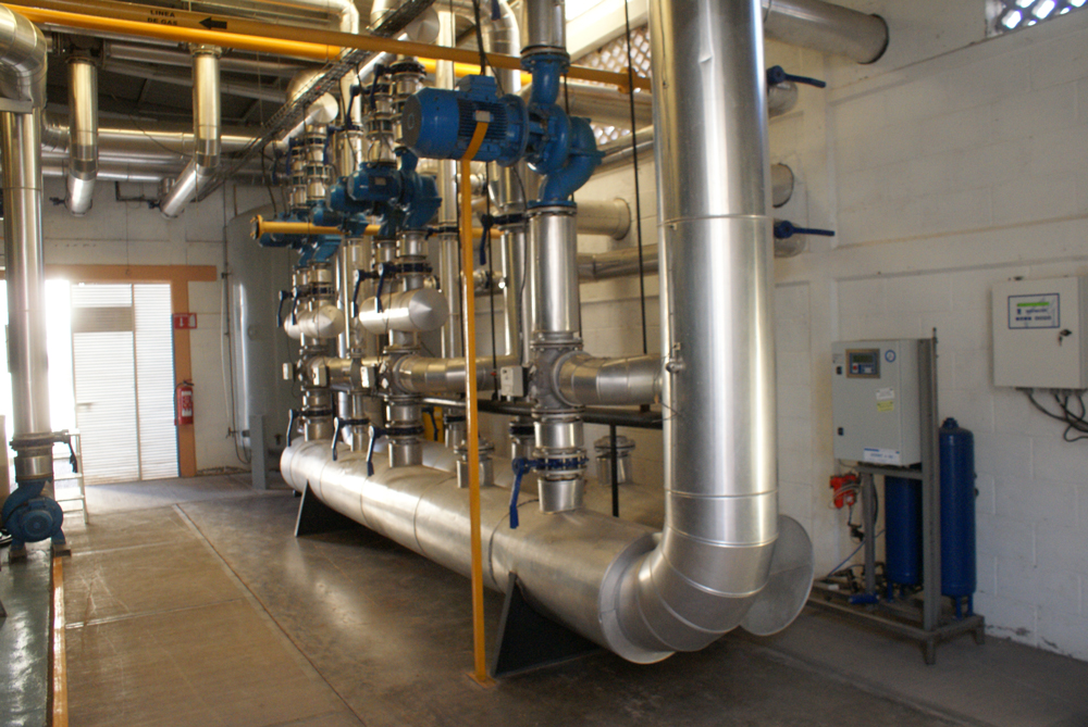 The Natural Gas boilers distribute hot water with nutrients to 35 acres of hydroponic green houses. Average CNG flow rate of 800 Kg/Hr  peak 1200 Kg/Hr (9 GGE/Min)
